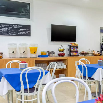 Are there any dining options at Comfort Inn Puerto Vallarta?